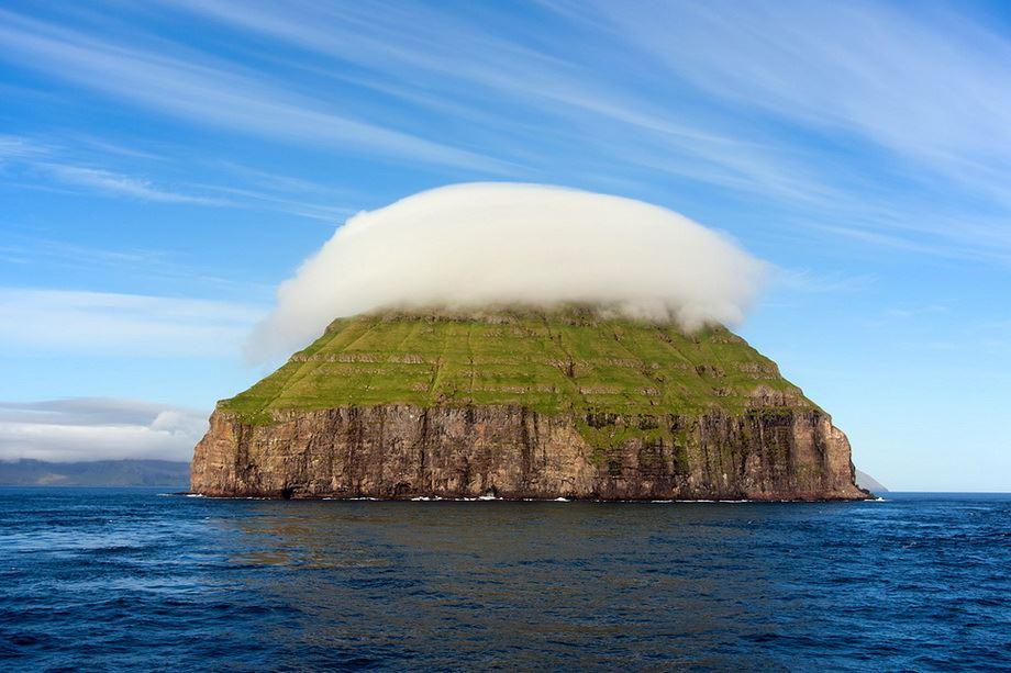 Остров с короной из облаков : НОВОСТИ В ФОТОГРАФИЯХ