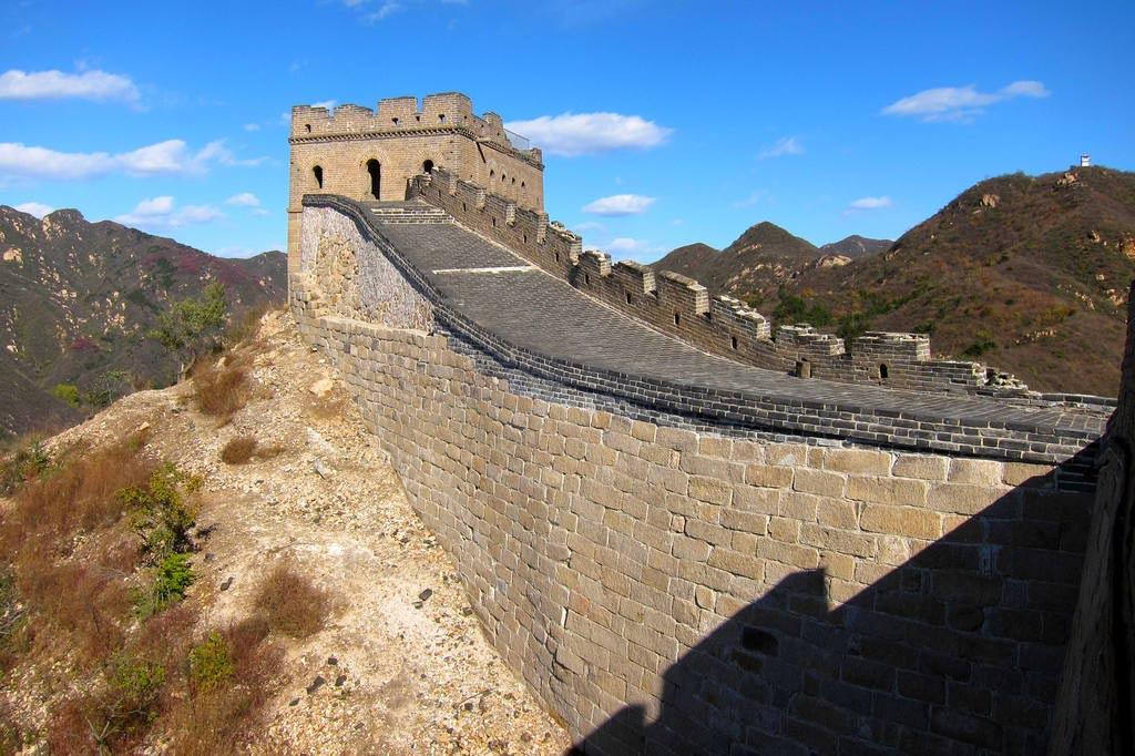 Великая китайская стена — самое грандиозное оборонительное сооружение на Земле