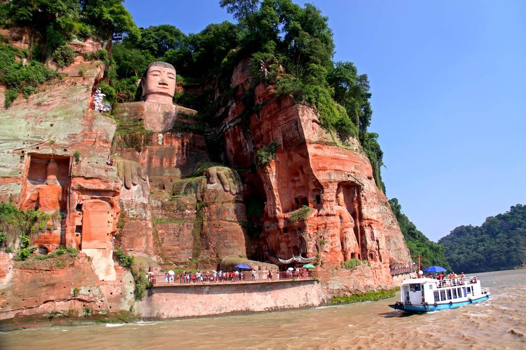 Статуя Будды в Лэшане - мудрец-гигант