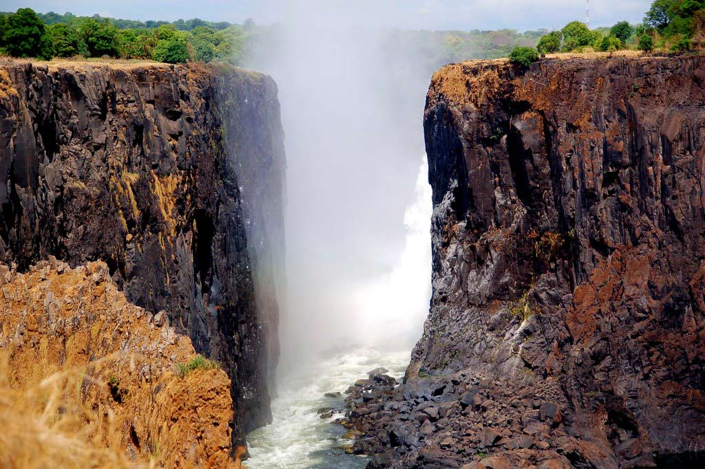 Водопад Виктория — «гремящий дым» на реке Замбези